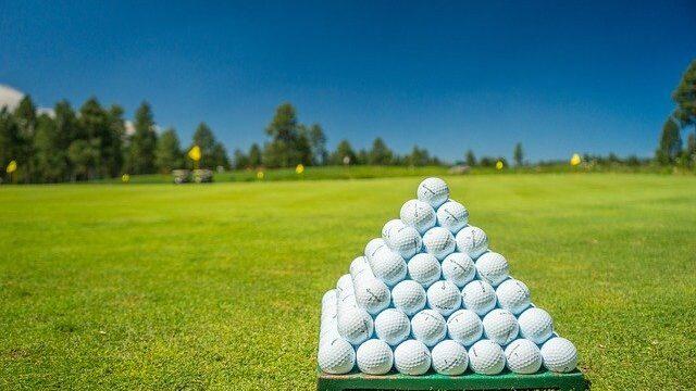 ゴルフ練習場のボール